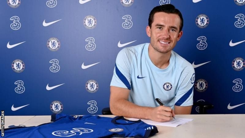 Ben Chilwell: Chelsea sign Leicester defender on five-year deal for £45m