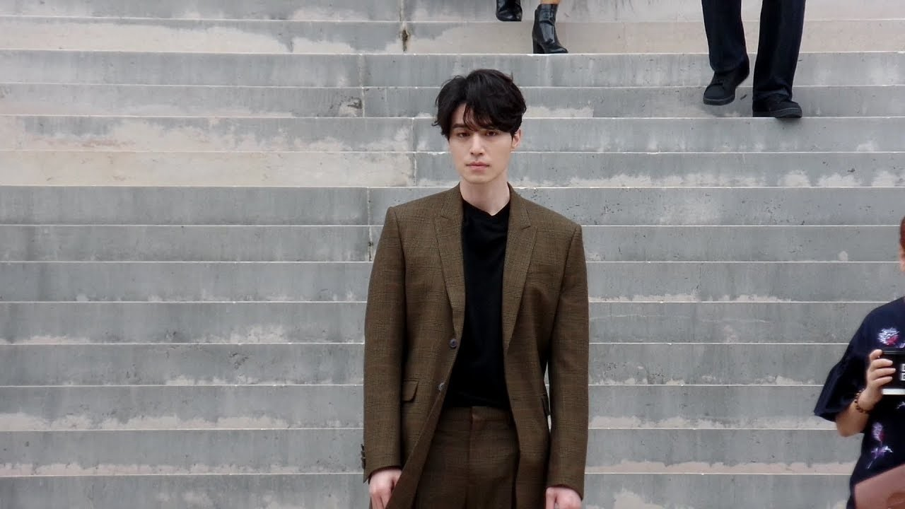 Lee Dong Wook 이동욱 - Givenchy Spring/Summer 2018 fashion show in Paris - October 1st